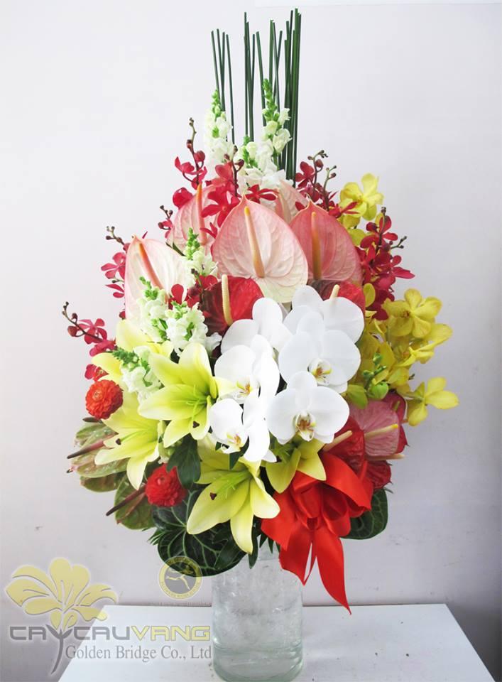 Kiểu cắm hoa hình rẻ quạt